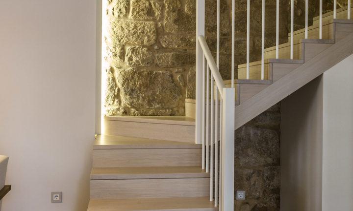 Carpintería en vivienda unifamiliar en Muros